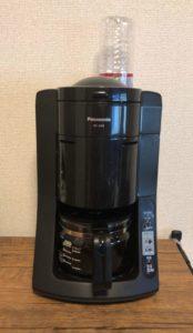 コーヒーメーカーに水れる