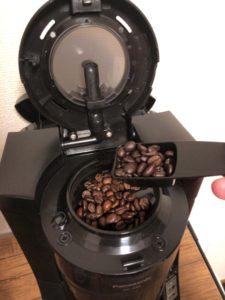 コーヒー豆入れる